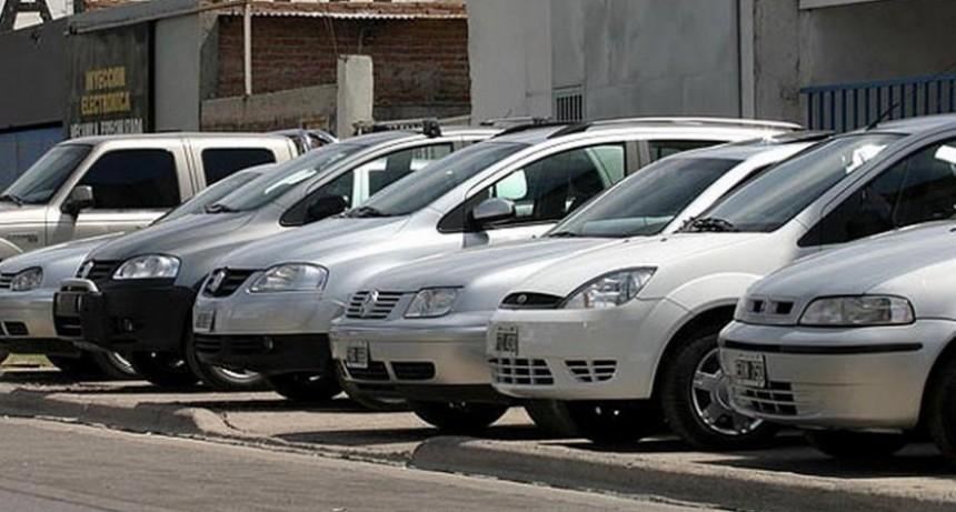 Alerta del sindicato de mecánicos por la importación de autos