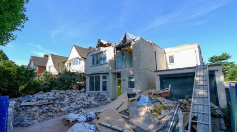Un albañil destrozó una casa porque los dueños se fueron sin pagarle