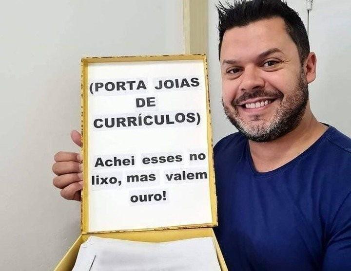 Más de 10 brasileños consiguieron trabajo luego que un concejal entregara curriculums que encontró tirados en la calle
