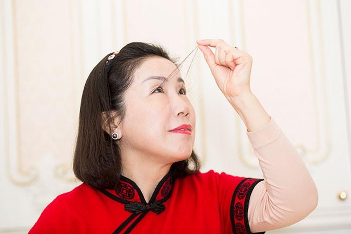 Una mujer china tiene el récord de las pestañas más largas del mundo