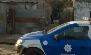 La policía detuvo a tres sujetos por tenencia de armas y estupefacientes en barrio 20 de junio