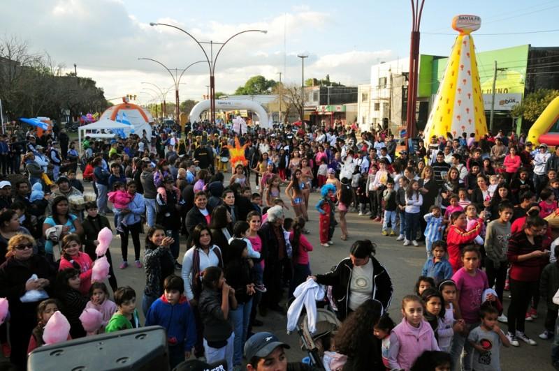 La Avenida Aristóbulo del Valle se prepara para festejar el día de la Independencia