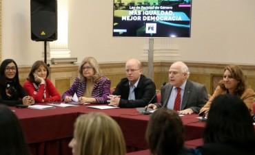 El gobernador presentó un nuevo proyecto de ley sobre paridad de género