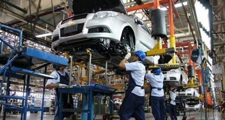 La producción automotriz retrocedió más de trece por ciento interanual en junio