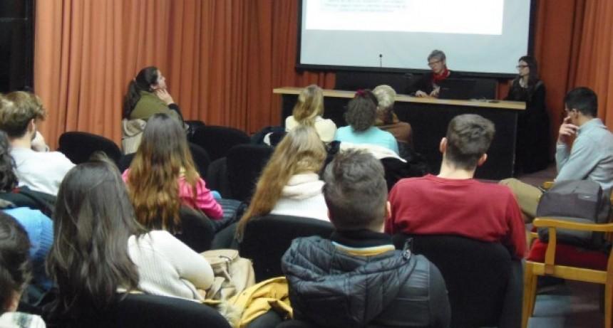 Más 100 estudiantes de la UNL estudiarán en el exterior