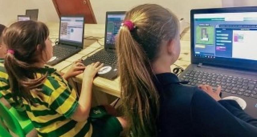 Casi noventa por ciento de los chicos dedica las vacaciones a las pantallas