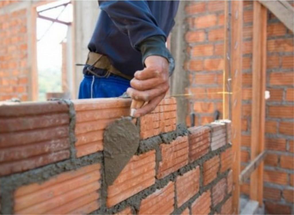 El 80 % de la mano de obra se encuentra trabajando en construcciones privadas