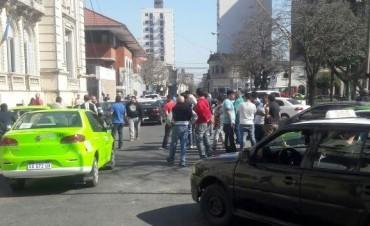 Taxistas y remiseros autoconvocados se reúnen con el jefe de la Unidad Regional I