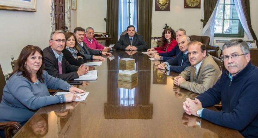 El rector de la Universidad Nacional del Litoral acompaña el reclamo de los gremios universitarios