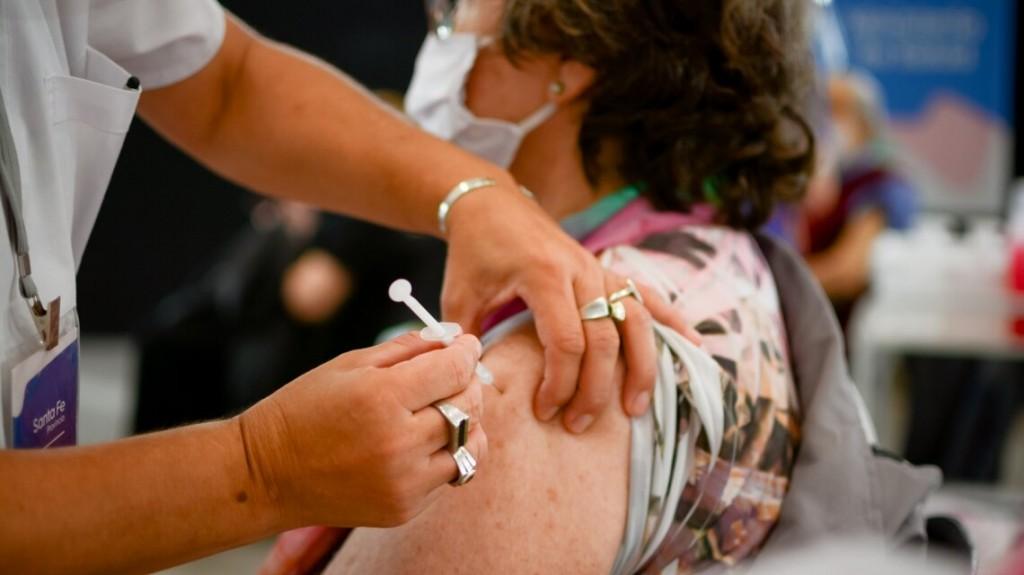 Presentan resultados sobre combinación de vacunas