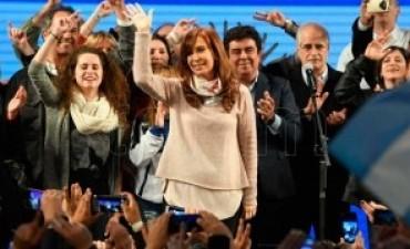 Cristina Fernández convocó a construir una oposición firme y concreta