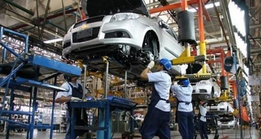 Crecimiento de la exportación y producción automotriz durante agosto