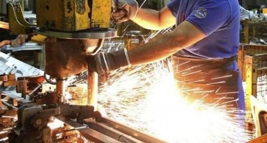 La industria retrocedió más de siete por ciento en agosto