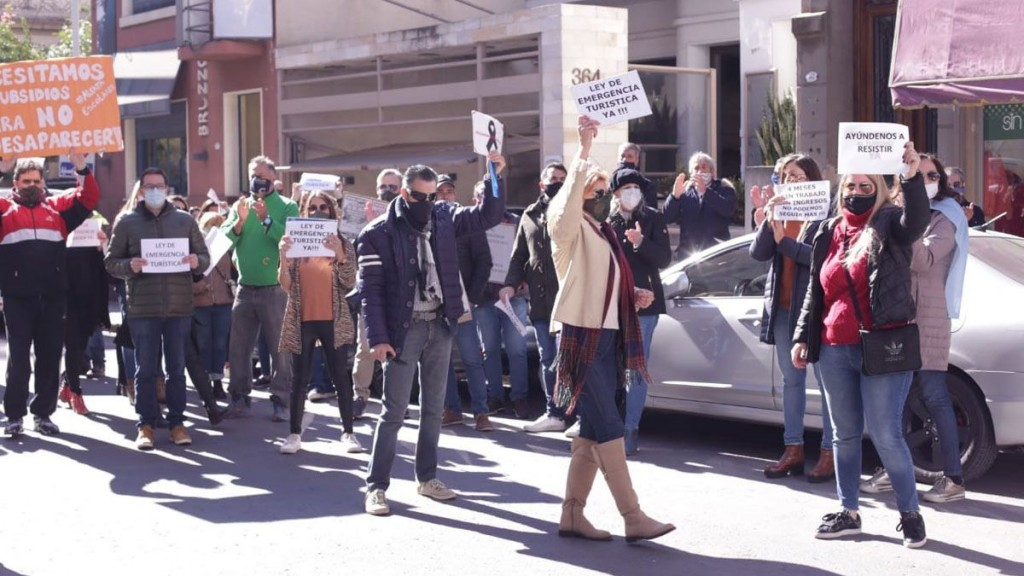 Representantes de Agencias de Turismo marcharon pidiendo eximición de impuestos