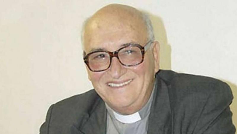 El padre Ceschi se recuperaba lentamente a cuatro meses de padecer un ACV