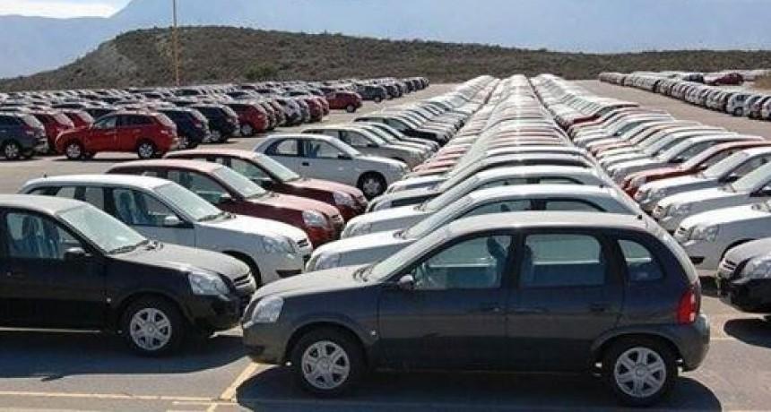 La producción de vehículos retrocedió más de 20 por ciento interanual en septiembre