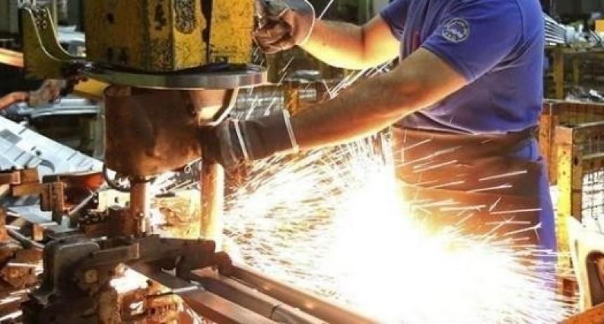 La industria retrocedió más de 5 y medio por ciento en agosto