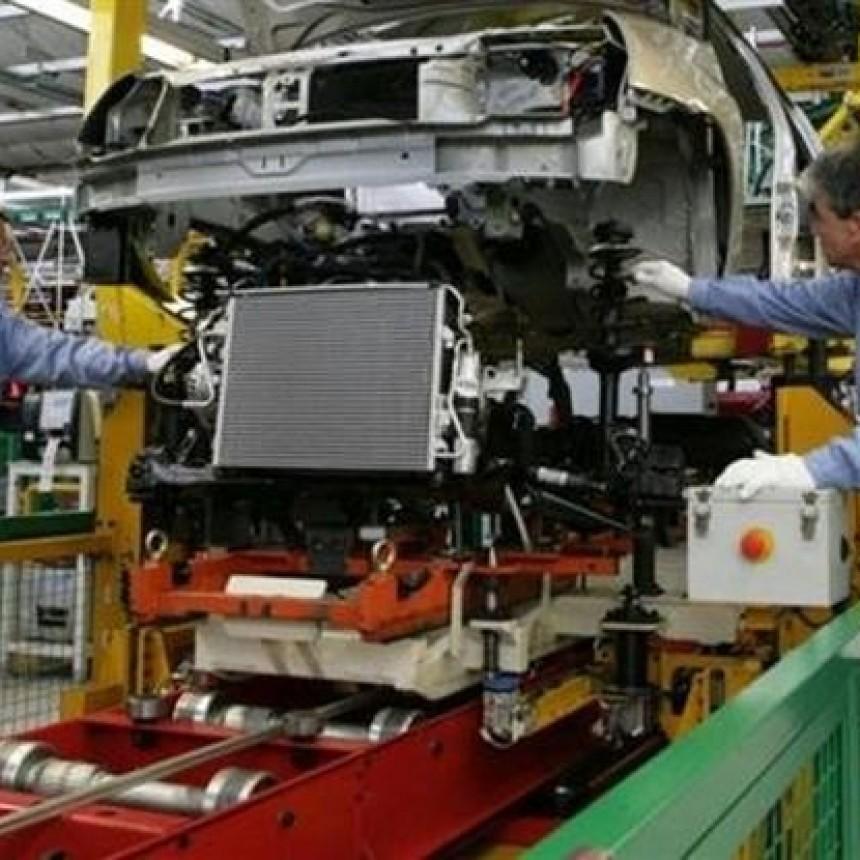La industria retrocedió más de 4 % en agosto