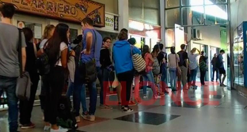 Universitarios irán a la Justicia por el servicio de transporte Paraná-Santa Fe