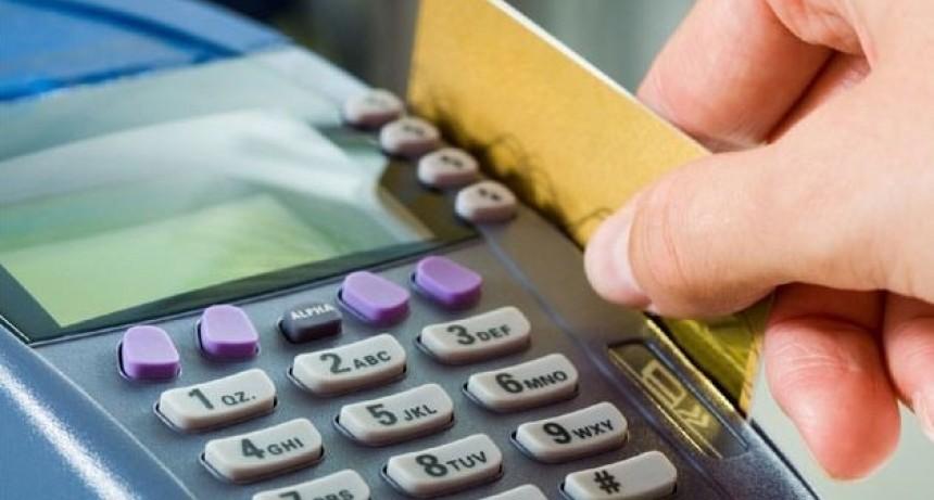 Comercios deberán aceptar todas las tarjetas de débito