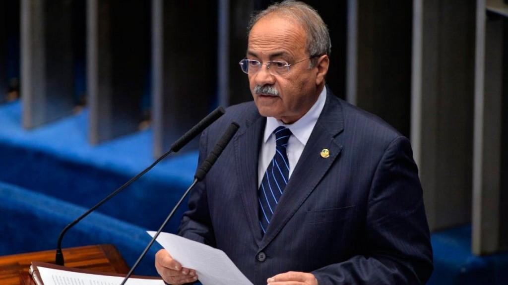Escándalo en Brasil: un senador bolsonarista escondió plata entre sus nalgas durante un allanamiento