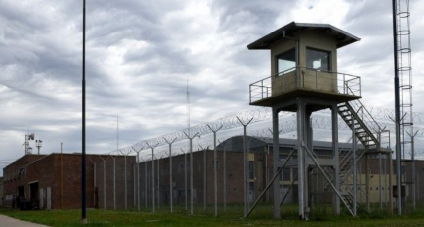 Va a ser hisopado el agente penitenciario tomado de rehén por un preso con covid