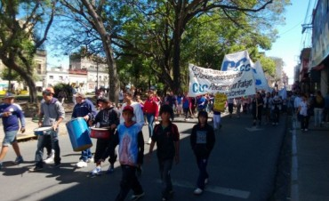 La Corriente Clasista y Combativa marcha hacia la Municipalidad