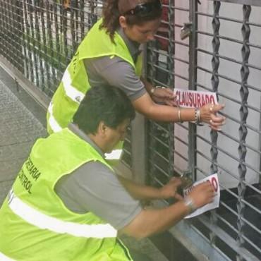 Una empresa de transporte quedó clausurada por arrojo de residuos en la vía pública