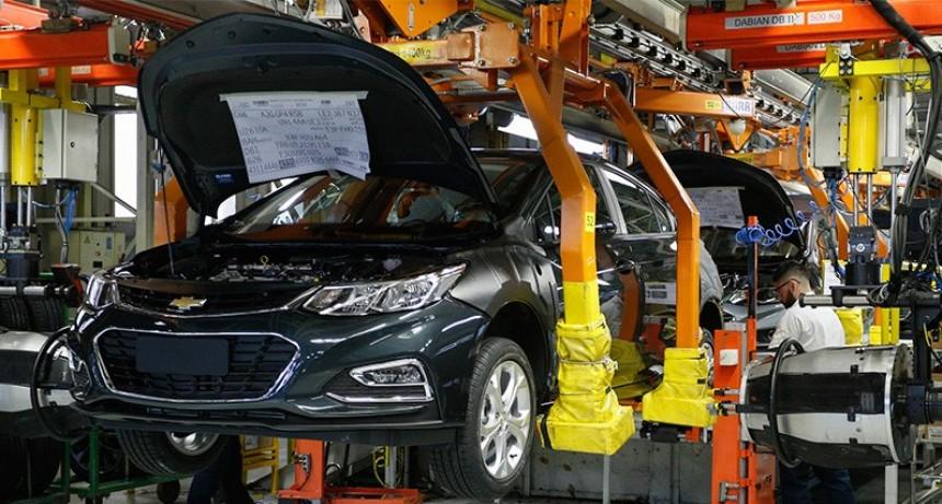 Puestos laborales caerán 15 por ciento en el sector automotriz