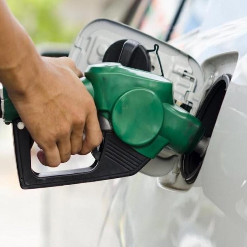 El Gobierno pretende rebaja de 10 por ciento en el precio de los combustibles