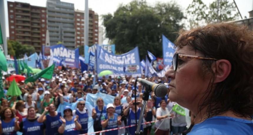 Amsafe iría a la Justicia si el Gobierno no da marcha atrás con la revocatoria de titularizaciones docentes