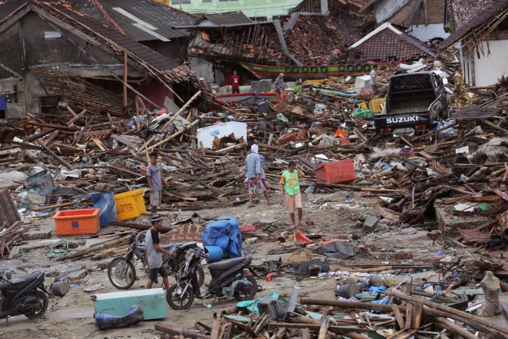 Serían más de 500 los muertos por el tsunami en Indonesia